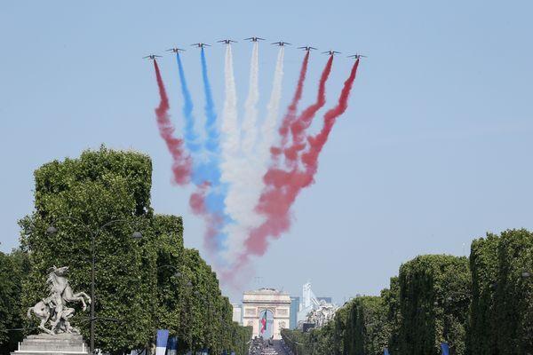 La Patrouille de France au-dessus des Champs-Elysées
