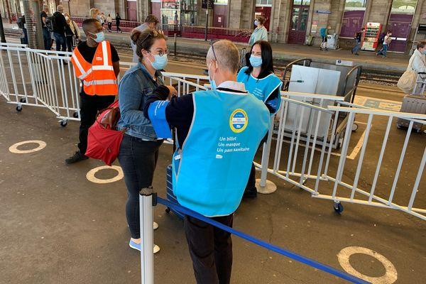 Ce lundi 9 août, les agents ont contrôlé les passagers des TGV sur le quai avant l'embarquement. Cela ne sera pas systématique.