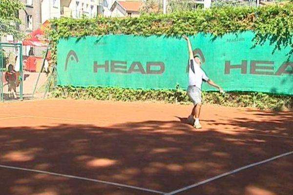Le tournoi se déroule du 25 au 30 août, au stade Philippe-Marcombes de Clermont-Ferrand.