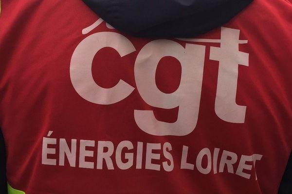 """Un militant porte une gilet """"CGT énergie"""" lors de la manifestation du 10 janvier."""