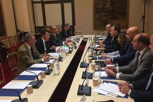 Le maire de Nice, Christian Estrosi, a rencontré les directeurs d'hôtels pour expliquer la future règlementation.