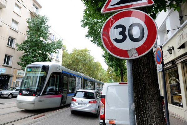 Au 1er janvier 2016, 80 % des rues grenobloises seront limitées à 30 km/h