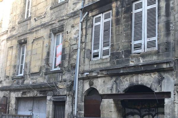 Les immeubles des numéros 24 et 26 de la rue Planterose, à Bordeaux, menacent de s'effondrement. Quatre bâtiments autour ont été évacués.
