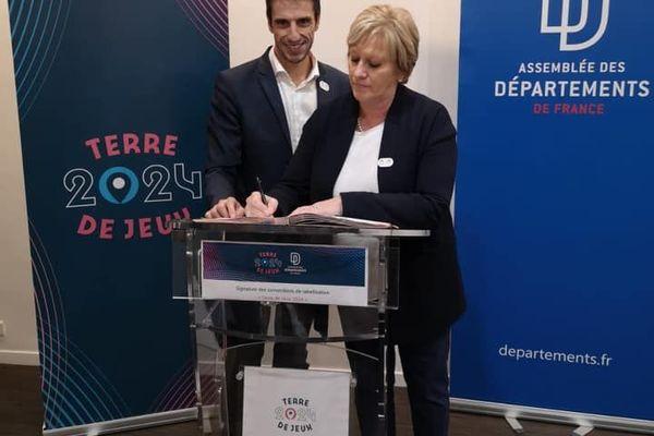 Nadège Lefebvre et Tony Estanguet à Paris pour la signature de la convention