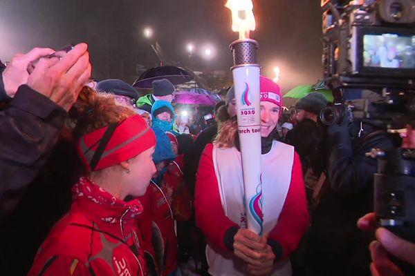 La flamme des JOJ 2020 lors de son passage aux Rousses.