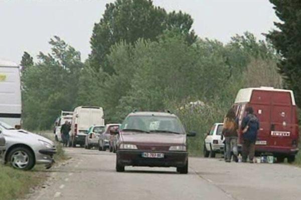 Des militants anti-LEO ont installé leur campement sur les terres agricoles menacées par le béton.