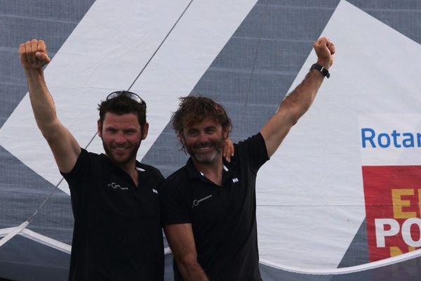 Pierre Brasseur (à g.) et Yannick Bestaven, le deux skippers de Le Conservateur.