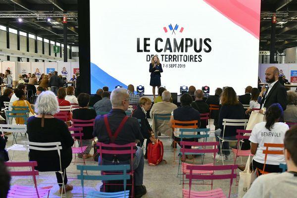 Nicole Belloubet, la Garde des Sceaux à la tribune du campus des territoires de la République en marche à Bordeaux le 7 septembre 2019.