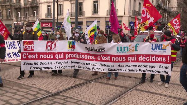 Manifestation interprofessionnelle à l'appel de six syndicats ce jeudi matin dans les rues de Grenoble.