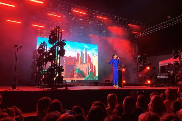 La chanteuse Jain, lors de l'édition 2019 du festival Porto Latino.