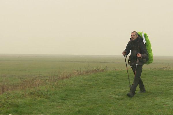 Rémi en route pour son périple à pied, à travers la France et pour sensibiliser à la cause environnementale