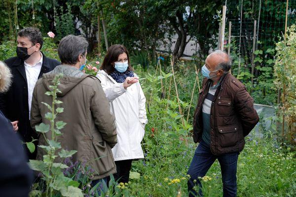 La maire de Paris, Anne Hidalgo, et son adjoint en charge de la sécurité, Nicolas Nordman, au Jardin d'Eole, le 30 juin 2021.