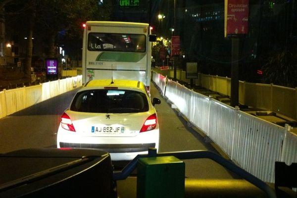 Le chronobus C2 cours des 50 otages : ça bloque...