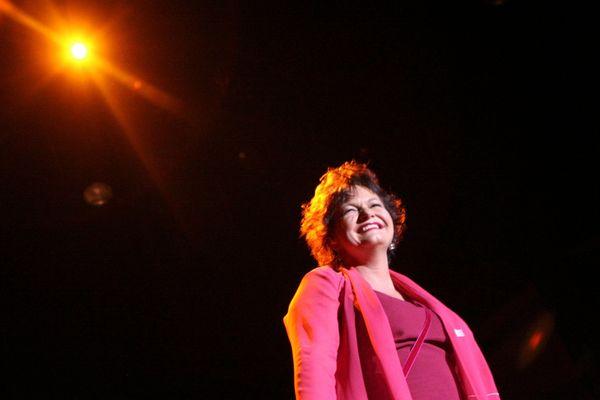 Maurane, lumineuse, sur scène