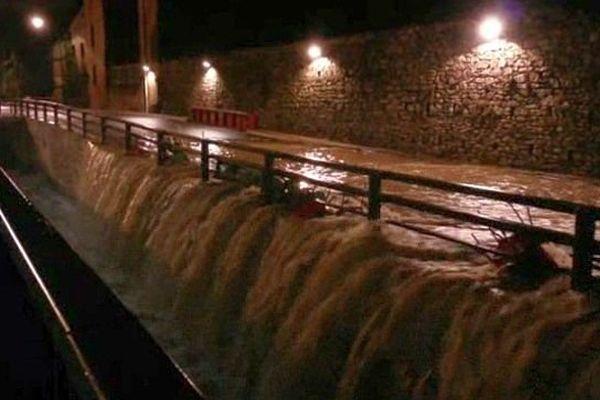 Nîmes - inondations au cadereau du camplanier à Nîmes - 10 octobre 2014.