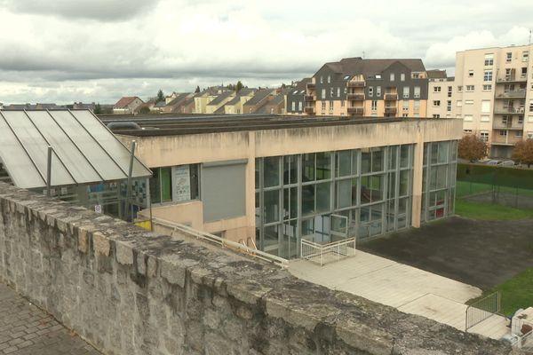 Le toit, la partie la plus endommagée de la piscine de Guéret