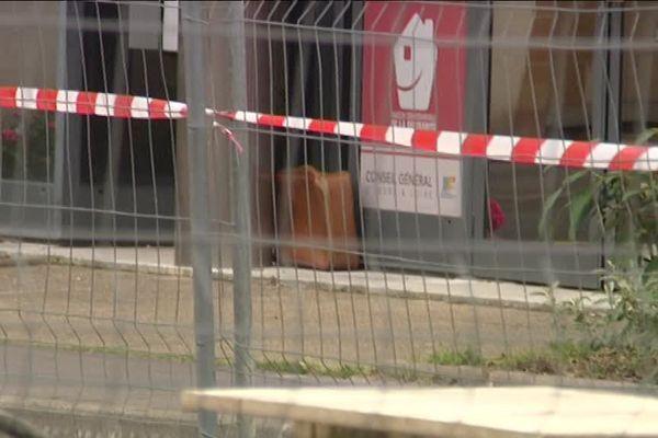 La police a fait appel aux démineurs pour faire exploser la valise suspecte.