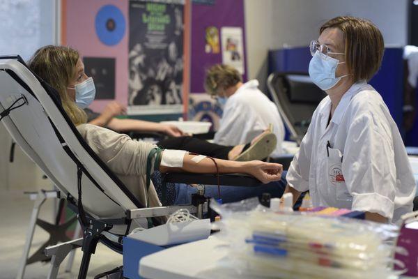 Les donneurs comme le personnel médical ont profité de l'exposition.