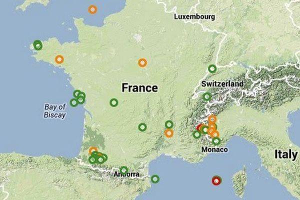 La carte met en évidence les zones sismiques françaises, situées à la frontière de l'Espagne et de l'Italie.