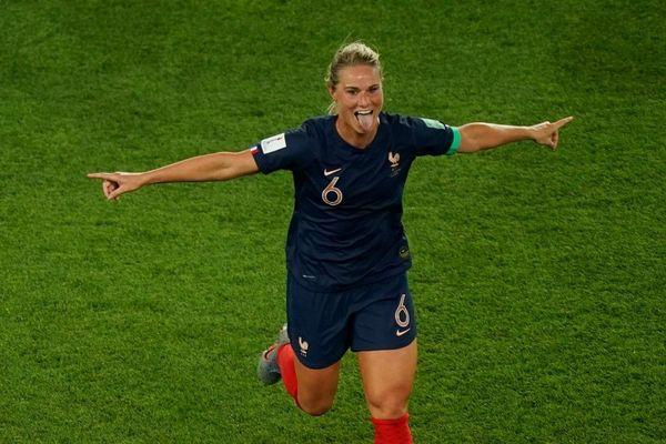 Capitaine et buteuse contre la Corée du Sud : Amandine Henry débute de la meilleure façon sa Coupe du Monde.