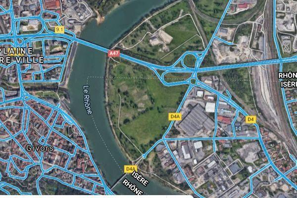 A 3 h00 du matin, les pompiers du Rhône interviennent sur les lieux, près de Givors sur l'Autoroute A47. Une personne de 80 ans git sur la voie de gauche de l'autoroute en arrêt cardiaque.