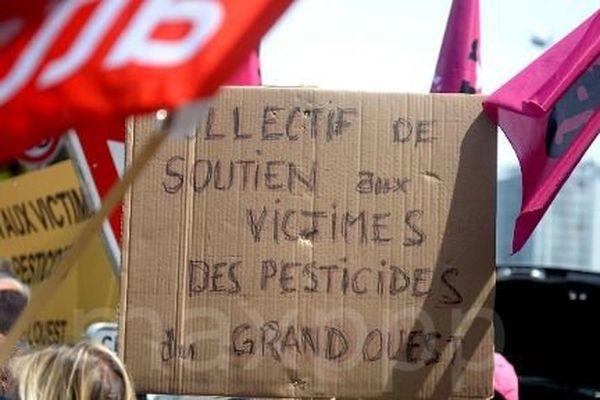 Manifestation de soutien devant le tribunal des affaires de sécurité sociale à Saint-Brieuc en 2016