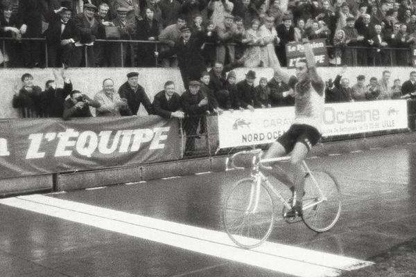 Eddy Merckx au vélodrome de Roubaix en 1970