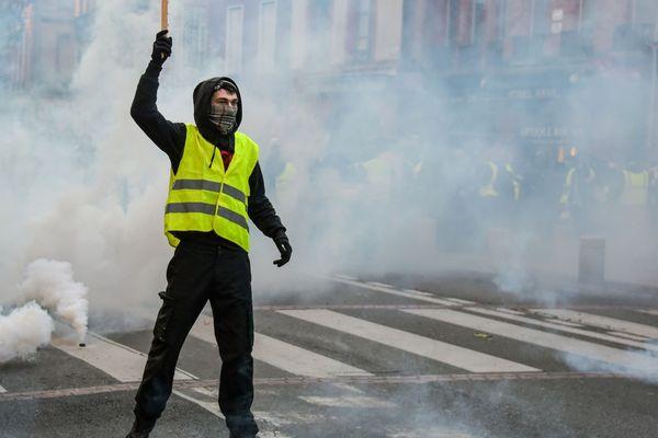 Un manifestant à Toulouse le 5 janvier