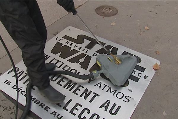 Les marquages publicitaires sur les trottoirs sont à l'origine un concept d'une société lyonnaise Biodegr'AD.