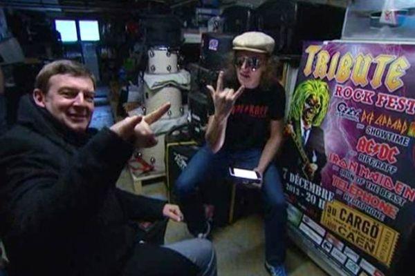 Jacques Perrotte et le chanteur de Riff-Raff, groupe de reprises d'AC-DC présent ce samedi à Tribute V
