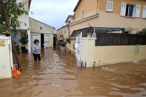 Maisons inondées à Hyères dans le Var,le 24 novembre 2019.