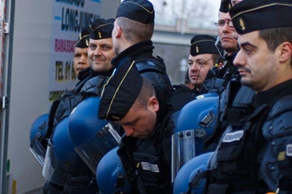 Les forces de l'ordre, ce matin au bidonville de Ris-Orangis