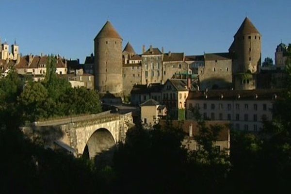 A Semur-en-Auxois, le deuxième round a sonné pour Philippe Guyenot, Michel Neugnot et Catherine Sadon.