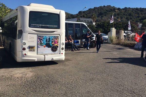 Comme en octobre dernier, le dépôt de bus est bloqué