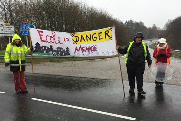 La circulation à la sortie 42 de l'autoroute A20 perturbée par des manifestants, samedi 5 mars 2016