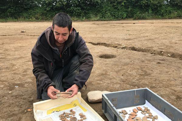 Des vestiges de céramiques retrouvées à Concarneau. Valérie Le Gall est la responsable scientifique des fouilles (INRAP)