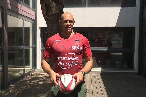 Le Rugby Club Toulonnais (RCT) a annoncé lundi la signature pour une saison du troisième ligne italo-argentin Sergio Parisse