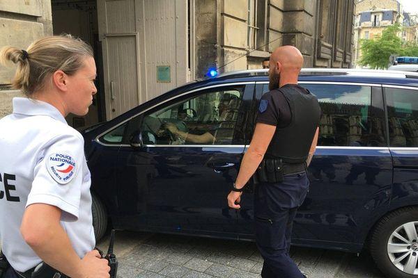 L'arrivée des deux prévenus au tribunal de grande instance de Reims, mercredi 6 juin.