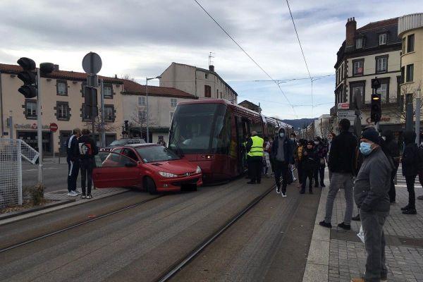 A Clermont-Ferrand, la circulation du tramway est perturbée suite à un accident sur la voie au niveau de Montferrand ce mercredi 20 janvier.
