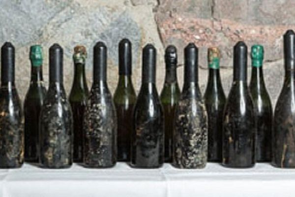 Le lot de 15 bouteilles vendu 45.000 euros