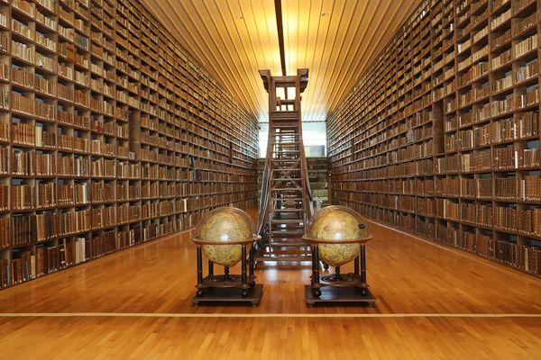 La superbe salle de lecture de la médiathèque de Troyes fermée depuis le début de la pandémie.