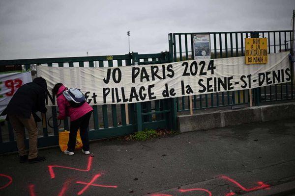 Photo prise lors d'un rassemblement contre le démantèlement du parc Georges-Valbon, sur la zone de l'Aire des vents, à Dugny, le 13 décembre 2020. CHRISTOPHE ARCHAMBAULT / AFP