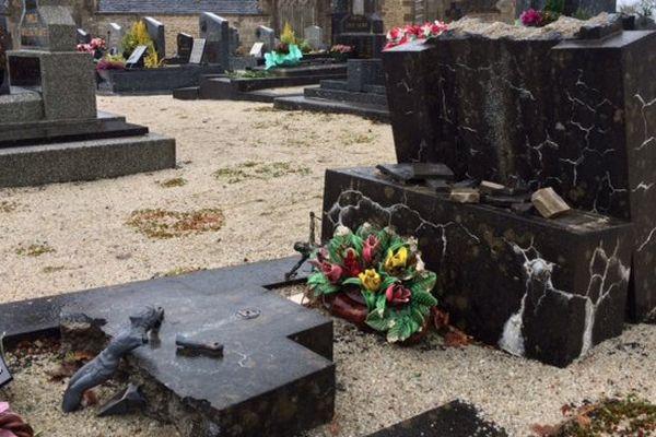 Des tombes dégradées dans le cimetière de Brennilis