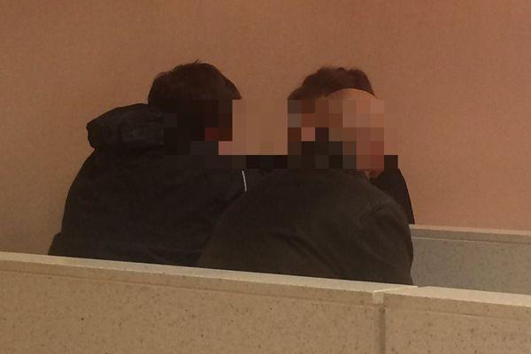Le tribunal correctionnel d'Epinal condamne à quatre mois de prison avec sursis un instituteur de Vittel (ici de dos) pour détention d'images pédopornographiques.
