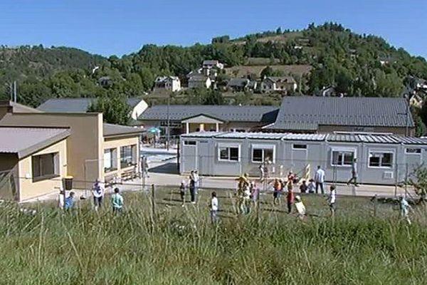 Bagnols-les-Bains (Lozère) - le centre culturel accueille l'école du village pour un an - 1er septembre 2016.