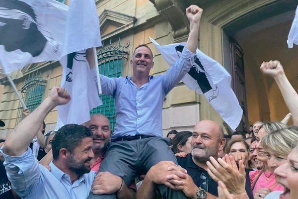 Trois mois à peine ont passé depuis les élections territoriales, mais l'ambiance n'est plus vraiment à la fête.
