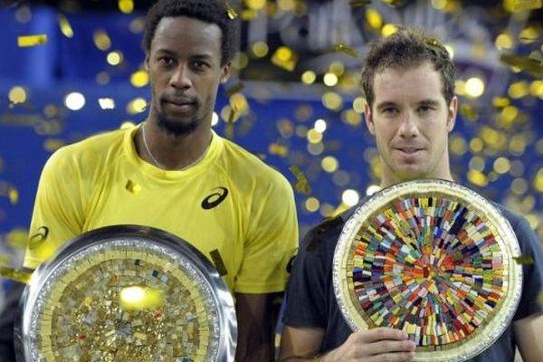 Richard Gasquet, à droite de la photo, pose aux côtés du vainqueur du tournoi, Gaël Monfils, à gauche