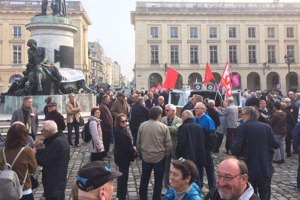Un rassemblement était organisé place Royale ce jeudi matin à Reims.