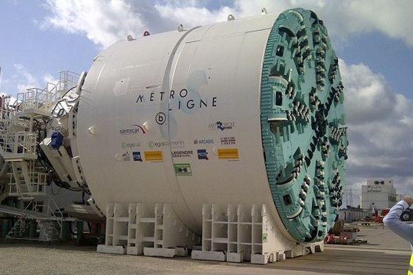 Le tunnelier lors de sa construction en Allemagne
