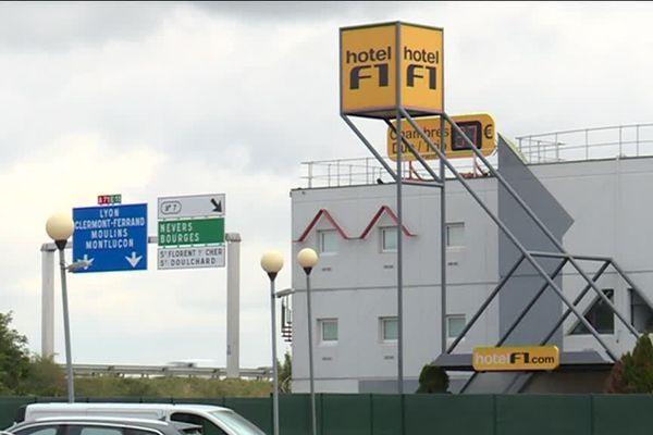 Comme une soixantaine hôtels F1 en France, celui du Subdray près de Bourges (Cher) a été réquisitionné en juillet 2017 pour devenir un centre d'hébergement d'urgence.